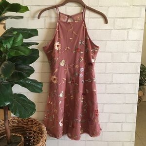 🆕🍃🌸{Tilly's}: Ivy+Main Mauve Embroidered Dress